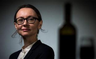 """Pascaline Lepeltier, une sommelière """"passeuse"""" de nature, honorée par la Revue du vin de France"""