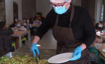 Fermé pour confinement, le restaurateur de Latour-de-France continue à servir : il fait cantine aux écoliers